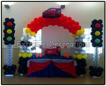 Cars mcqueen cake table decoration just balloons for Balloon decoration cars theme
