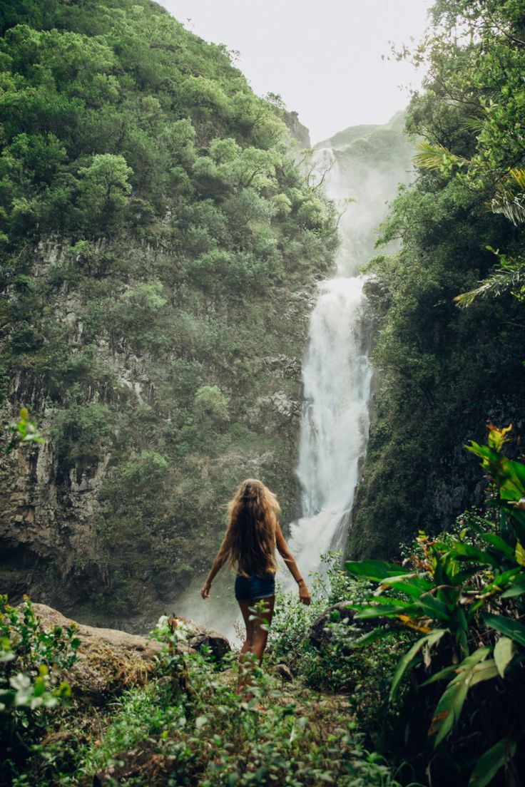 Hawaii Travel Bucket List: Discover secret waterfalls in Hawaii. More Hawaii travel ideas on our site www.ourgoodadventure.com