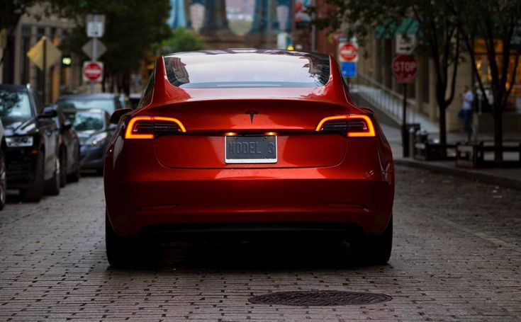 A unique orange-coloredTesla Model 3 was spotted driving around the westside ofLos Angeles on Thursday, October 12.Tipsters sent usa photoof theModel 3, which is likely decorated in a full-car vinyl wrap, parked infront of the Manhattan Beach Pier on Thursday morning. Thesame car in orange was spotted later in the day by our very own …