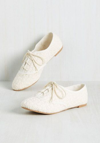 Good times are guaranteed every time you lace into these Oxford-inspired flats! Embroidered with endless daisies in an ivory hue, these kicks inspire cheer wherever they're seen.