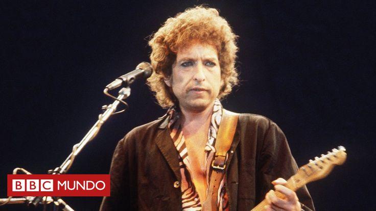 """El jueves Bob Dylan se convirtió en el primer músico en ganar el Nobel de Literatura por """"haber creado nuevas expresiones poéticas dentro de la gran tradición de la canción estadounidense"""", según la academia sueca. BBC Mundo seleccionó seis letras icónicas de uno de los padres de la canción de protesta."""