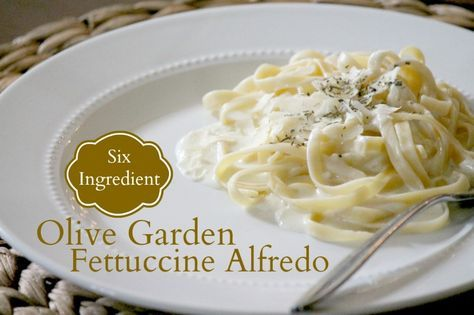"""Olive Garden Fettuccine Alfredo ~ just 6 ingredients but so good, and a great way to get """"restaurant"""" food at home!"""