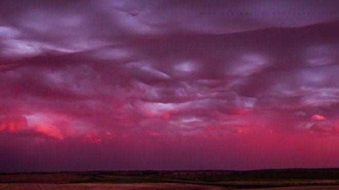 Nubes 'en forma de onda' en un espectacular lapso de tiempo - HDblog.it  alta definición HDblog660 × 371Buscar por imagenes   Mike Olbinski ha logrado una impresionante lapso de tiempo titulado 'Asperatus Sunset Undulatus'. La película, rodada en Dakota del Norte, retrata las formaciones ...