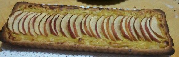 Crostata di mele con crema pasticcera alla cannella