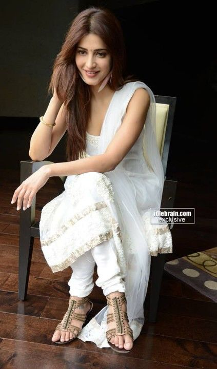 Shruti hassan, white simple classic