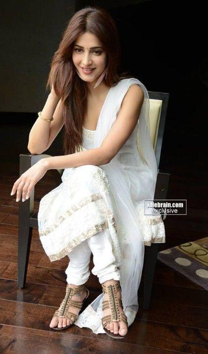 Shruti hassan, white simple classic
