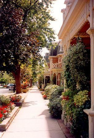 Niagara on the Lake, Ontario, Canada. What a place to relax, walk, do some window shopping, stop at a restaurant or visit art or souvenir shops. Reminds me of Andy Griffith's (tv series) rustic hometown. Kept checking for Hoppy!