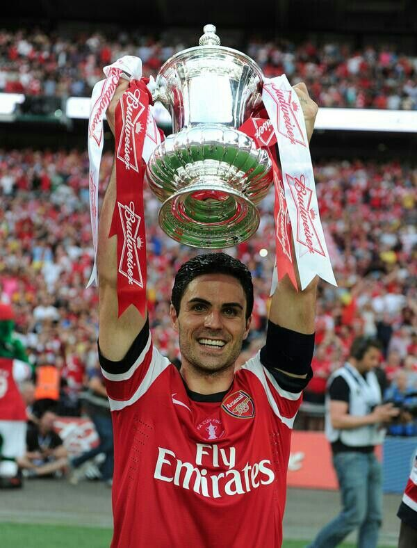 Arteta celebrates the victory against Hull City