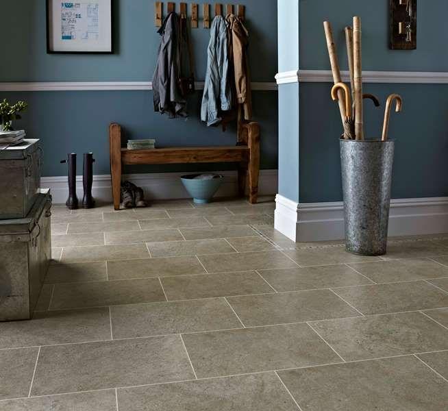 """v chodbe veľmi dobre vyzerá napríklad takýto """"kameň"""", ide však len o vinylovú podlahu. www.dizajnovepodlahy.sk"""