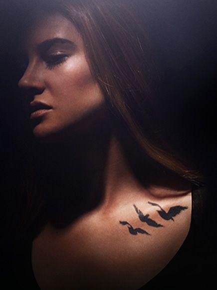 Com o novo e penúltimo filme da série Divergente (Convergente parte 1) sendo lançado essa semana, nada melhor do que entrar um pouco mais a fundo no sentidos da tatuagens dentro da série. A importâncias das tatuagens Desde o primeiro episódio da série Convergente, as tatuagens são um ponto essencial para a trama já que […]