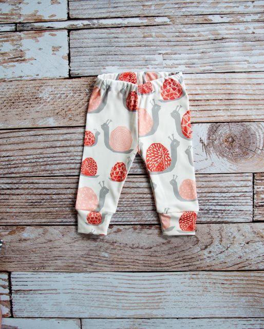 Gambali bambino organici, pantaloni bambino, bambino leggins, pantaloni bambino, leggings bambino organici, lumaca leggings, rosa lumaca, corallo, lumache, rosa