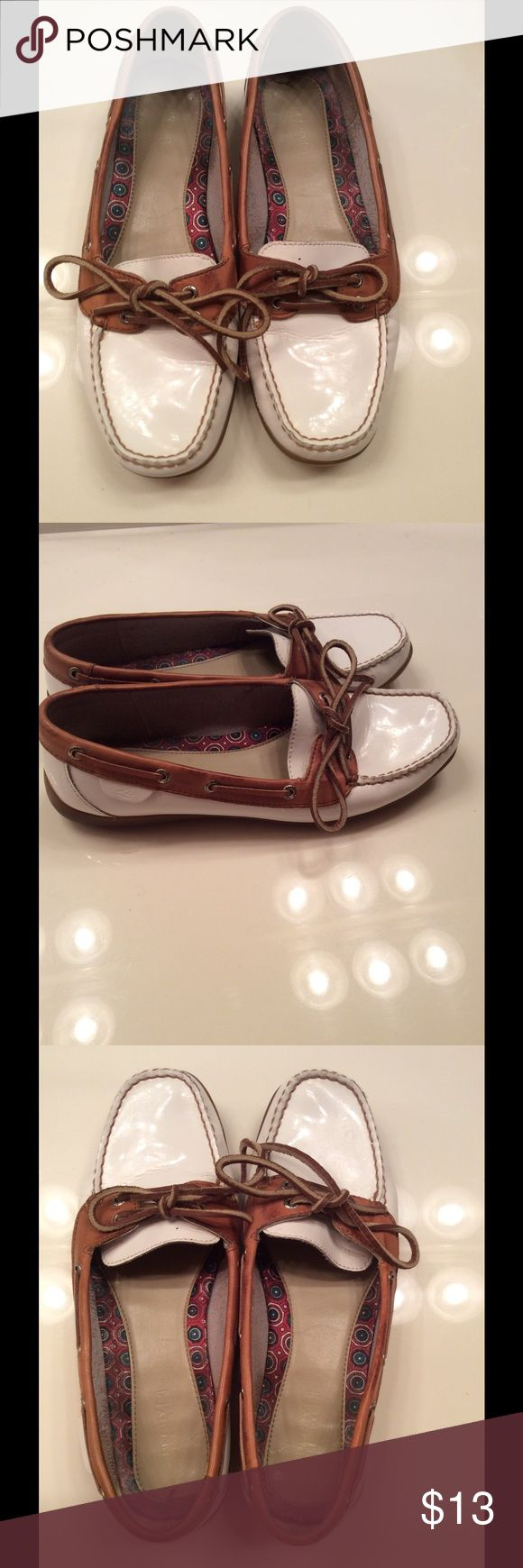 Cute white boat shoes In great condition white boat shoes Sperry Top-Sider Shoes