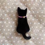 黒猫の木粉粘土ブローチ | ハンドメイド、手作り作品の通販 minne(ミンネ)