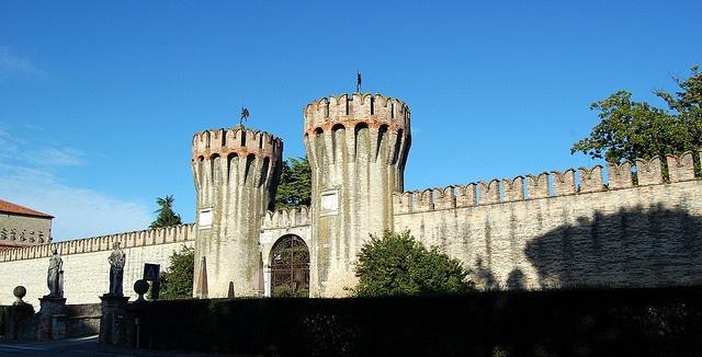 La Cinta delle mura del Castello di Roncader con Torri, via Flickr. #Invasionidigitali il 24 aprile alle ore 13.30 Invasore: Elena Crudo e Federica Altoè