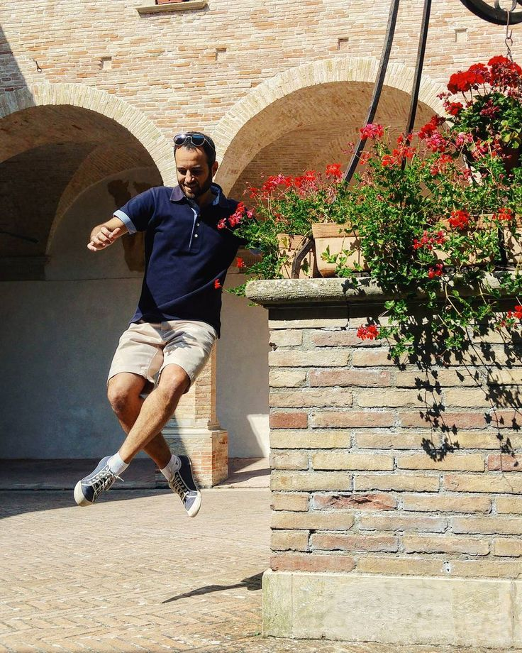 Have a beautiful day! . #happy #goodmorning #buongiorno #haveagoodday #morning #mattina #gubbio #umbria #italia #italy #flower #flowers #fiori #fiore #jump #arches #church #fashionweek #me #smile #breakfast #lunch #europe #architecture #sun #shadow #love #health #healthy #facade