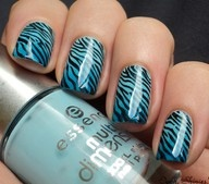 Wishing I had the time to do this to my nails.  I love the color blue.