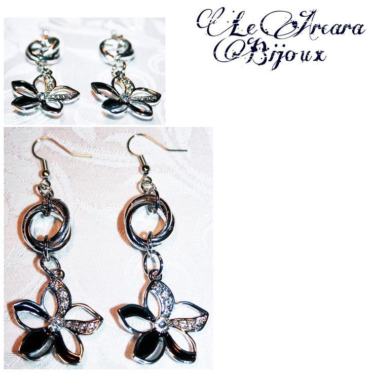 orecchini con inserto formato da tre anelli (2 lucidi 1 opaco) e fiore smaltato con strass www.facebook.com/le.arcarabijoux