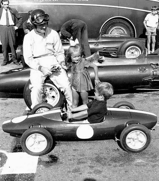 pinterest.com/fra411 #vintage #formula1 - Graham and a very young Damon Hill