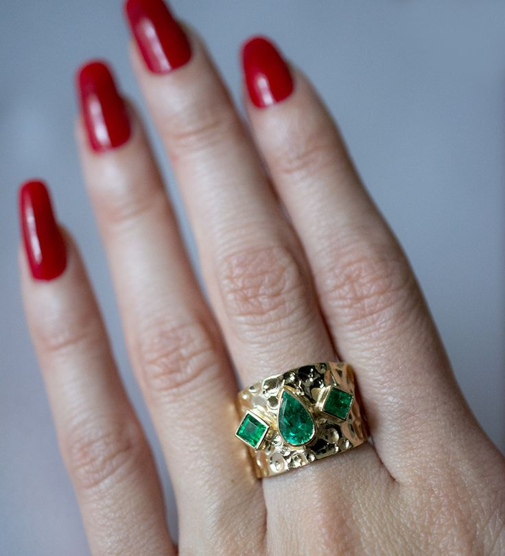Colombian emerald pear shape ring. Custom designed by Wildstylejewelry@gmail.com.