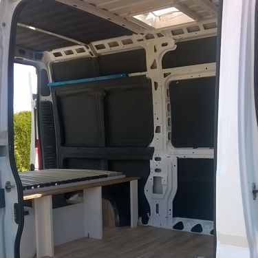 mein fiat ducato camper ausbau dachfenster fu boden und stauraum. Black Bedroom Furniture Sets. Home Design Ideas