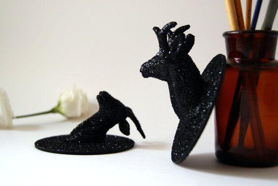 Trophées animaux Paillettes Noires. Mini trophées de chasse vendus par 2. Décoration murale noire et pailletée, girly, 8,5 cm de diamètre