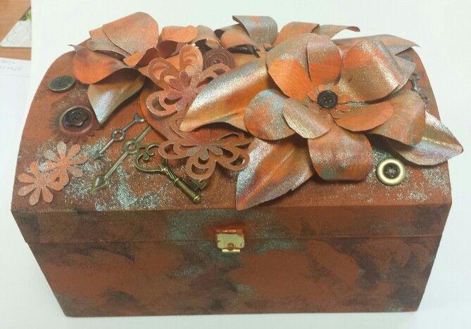 Caja decorada con Rusty.