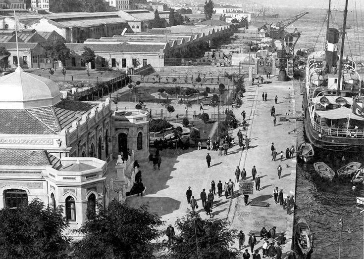 Tophane Limanı / 1930lar http://eski.istanbulium.net/post/170533633809/tophane-limanı-1930lar