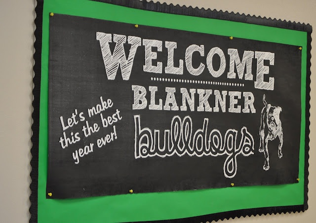 Chalkboard Bulletin BoardChalk Fonts, Schools Bulletin Boards, Classroom Doors Middle Schools, School Bulletin Boards, Boards Updates, Chalkboards Bulletin, Chalk Boards Classroom, Ewing Hooo, Boards Ideas