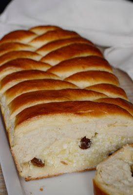 Hozzávalók 35 x 15 cm-es formához    A tésztához   40 dkg liszt   2 dkg friss élesztő   2 dkg vaj   3-3,3 dl tej   2 evőkanál cukor ...