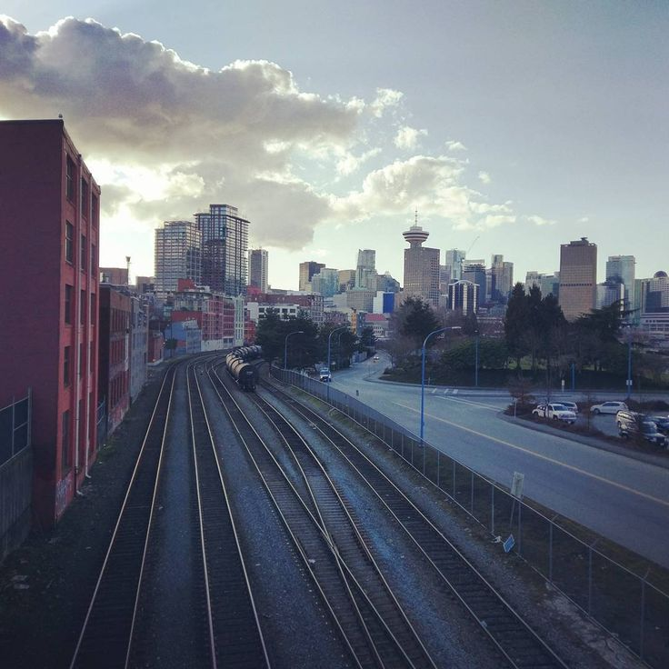 Railroad view on the way to CRAB Park #vancity #vancouver #travel #gastown #eastvancouver #rail #railroad #train