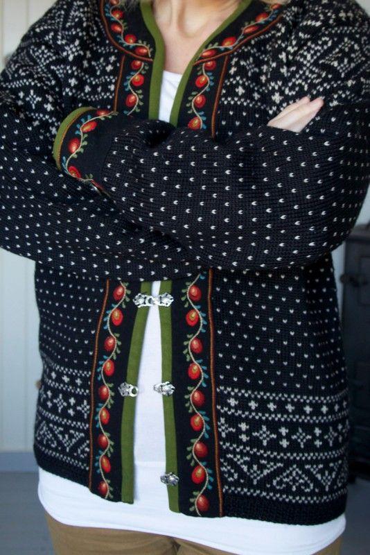 """So popular among knitters in 90's Finland, have several patterns for these kind of cardigans in my library, collected since then   Livs Lyst: *VALDRES* m/broderi, mønster: Sandnesgarn. Dette er """"Valdres"""" fra Sandnes Uldvarefabrik a.s. (nå SandnesGarn) - 1966-67 kolleksjonen. Oppskriften er fortsatt i salg i heftene """"Klassikere"""": """"Tema 15 voksne"""" + """"Tema 10 barn""""."""