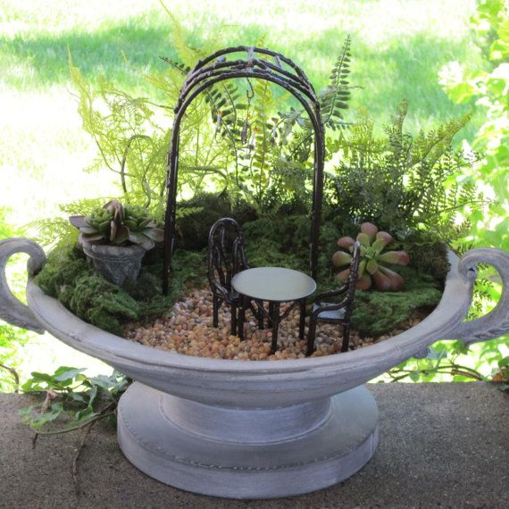mini garden Jeremie arbor, urn and furniture