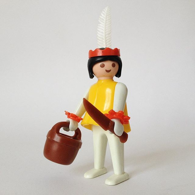 Playmobil introduced the female mould in 1976. This hunter gatherer set up a long running type in the Indian line. I would not mess with this lady, big old knife and a maniacal smile, better watch your step.