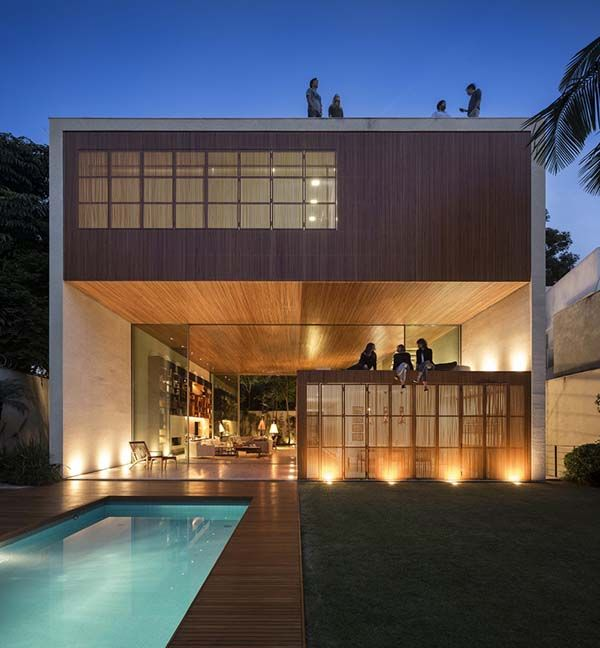 Tetris House offers wooden box-like shelter in Sao Paulo