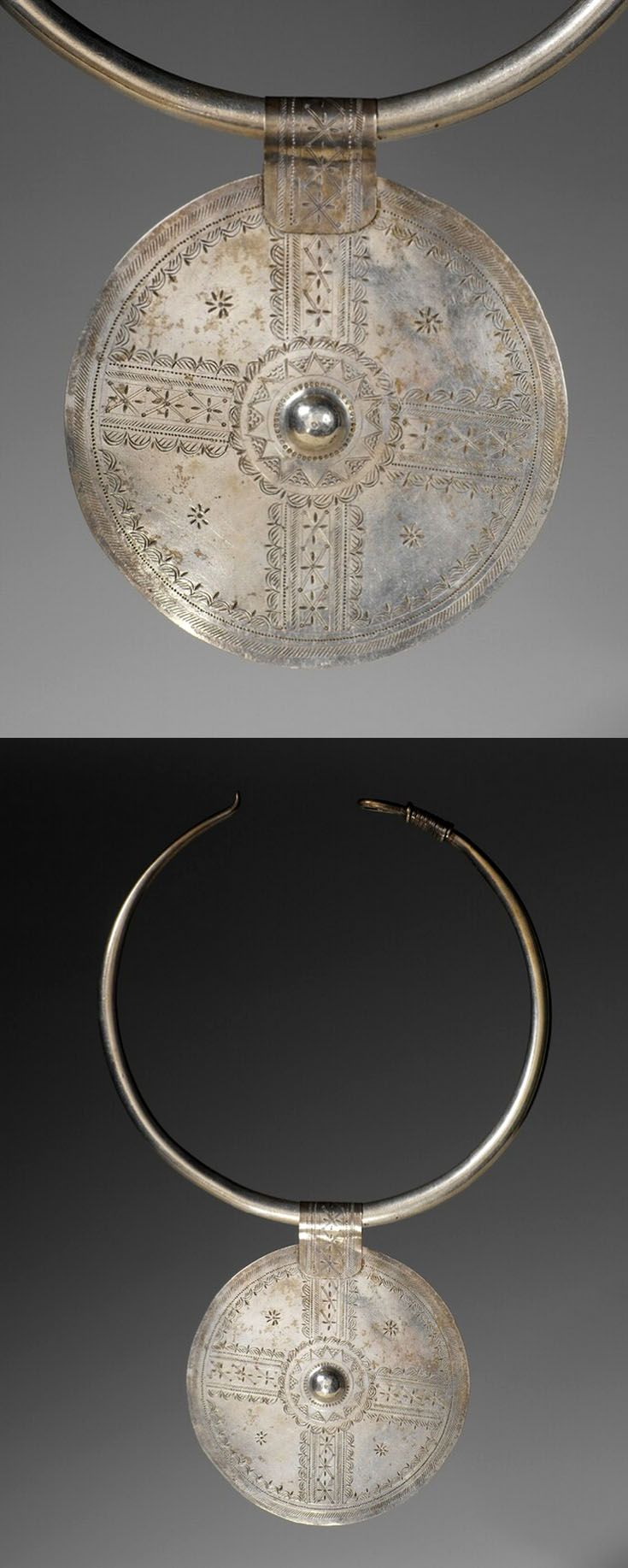 Egypt - Matrouh, Siwa Oasis | Woman's marriage necklace ( Torque; Aghraw & Disc; Adrim); silver. | ca. early 20th century | © Musée du quai Branly