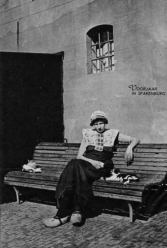Nostalgie. Alles over vroeger met veel oude foto's: Klederdrachten van vroeger #Utrecht #Spakenburg