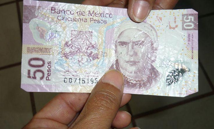 ¿Cómo identificar billetes falsos sin dañarlos?