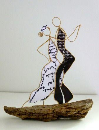 Figurines en ficelle de kraft armé et papier   Sur un air de Tango argentin, voici un bien joli couple de danseurs !   Dimensions:  Largeur: 22 cm Hauteur: 24 cm  Si cett - 19361844