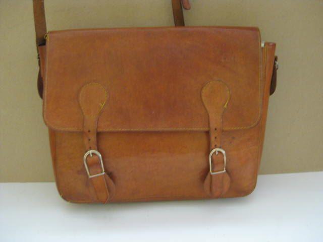Franse vintage leren messenger bag, dossiertas, schooltas. door pollysonlyworld…