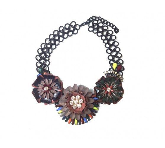 Collar flores metal. Cadena regulable. Podrás adquirirlo a través de nuestra página web: www.ties-heels.com  #shop #shoponline #new #newcollection #instamoda #instafashion #instagood #trendy #fashion #colours #accessories #flowers #necklace
