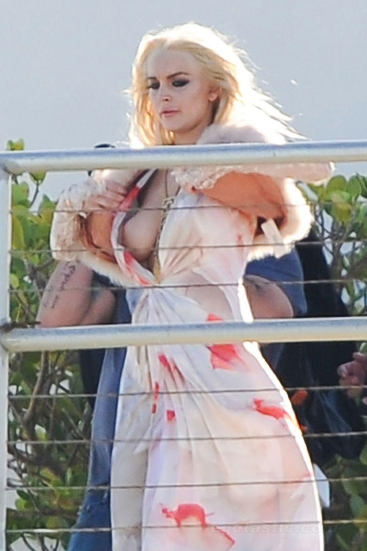 Lindsay Lohan Up Skirt Pics 3