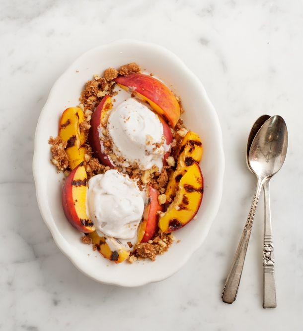 In Season :: Grilled Peach Crumble