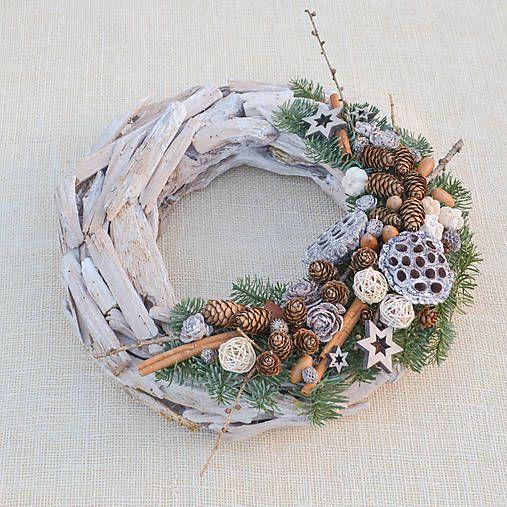Hydrangea / Prírodný drevený vianočný veniec