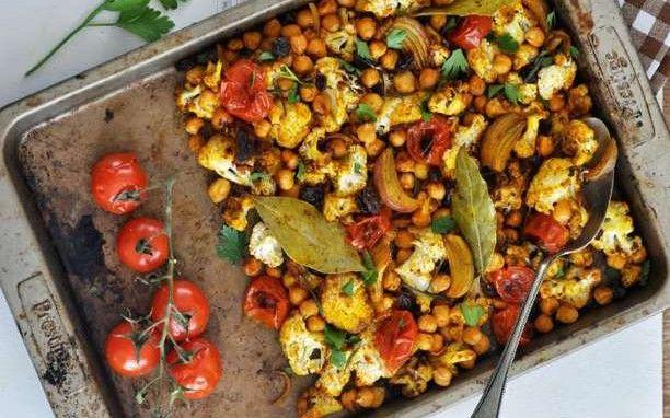 Υγιεινή Συνταγή: Ρεβίθια με λαχανικά στο φούρνο