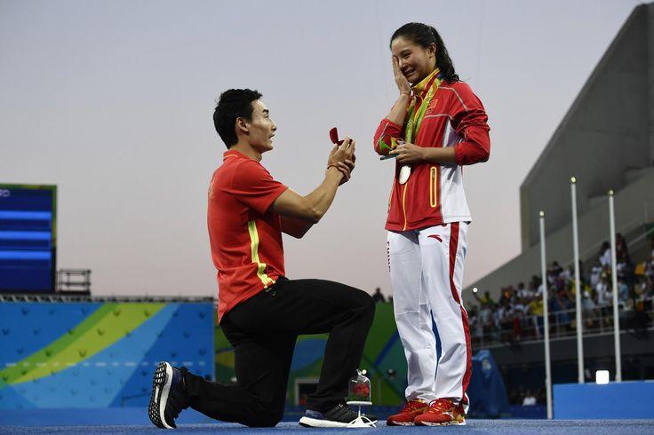 Jamais on avait assisté à autant de demandes en mariage aux Jeux olympiques. Une nouvelle manie qui irrite une partie de la presse étrangère.
