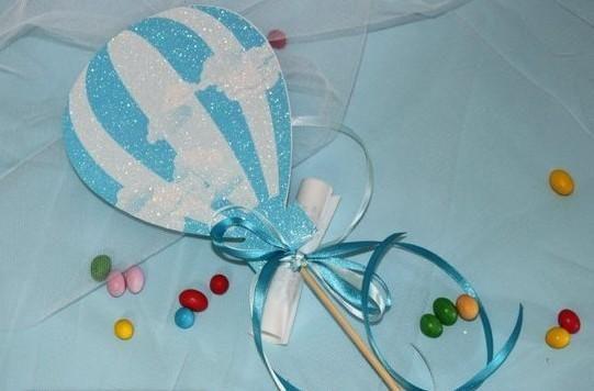 Ρομαντικό προσκλητήριο στικ βάπτισης αερόστατο για αγόρι προσιτό.