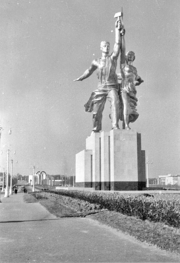 Mosfilm Monument - http://englishrussia.com