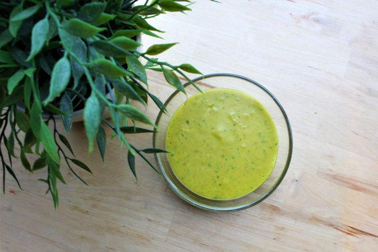 Nog een verzoek(je) van een volger: een recept zonder pakjes en zakjes om de kerriesaus te maken van Knorr die je bij je groenten kunt eten. Voor over de bloemkool, witlof, prei of broccoli of...bij alles! Vandaag een heel snel en makkelijk receptje om je vingers... #food #juliachallenge #recept