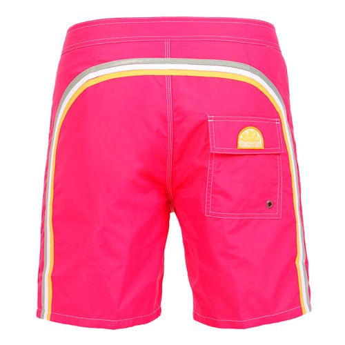 DARK PINK LONG SWIM SHORTS WITH RAINBOW BANDS Dark pink Nylon Taffeta low rise Boardshorts. Three rainbow bands on the back. Fixed waistband with adjustable drawstring and Velcro closure. Internal net. Back Velcro pocket with Sundek logo detailing. COMPOSITION: 100% NYLON. Model wears size 32 he is 189 cm tall and weighs 86 Kg.