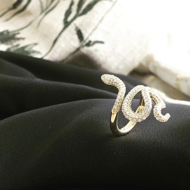 Snakes forever  design #olelynggaardcopenhagen #diamanter #diamant  #finejewelry @olelynggaardcopenhagen